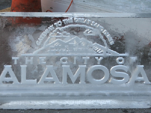 Alamosa-sign-made-from-ice