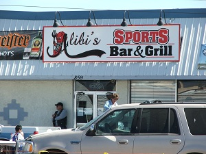 Alibi's-Sports-Bar-&-Grill-Sign