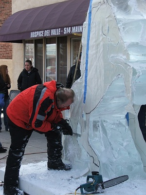 Ice-carving-by-hand
