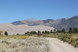 dunes-with-mountain-background