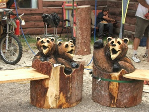 Wood-carved-bears