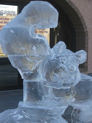 Adams-State-College-grizzly-mascot-carving